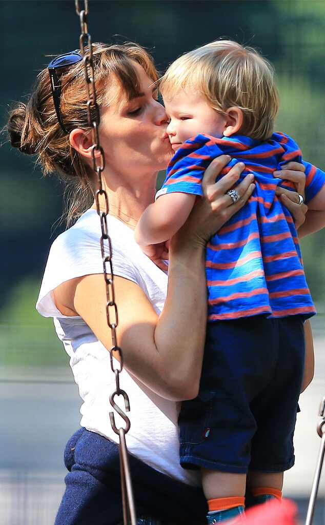 Jennifer Garner, Samuel Affleck, Kiss