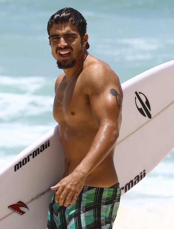 Caio Castro na praia