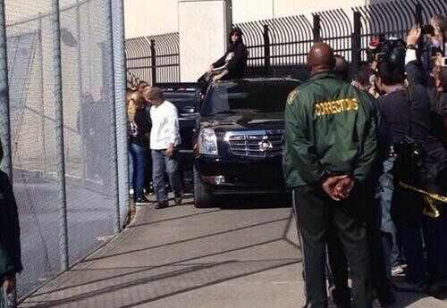 Justin Bieber deixa a cadeia saindo da prisão