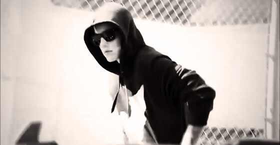 Justin Bieber deixa a cadeia saindo prisão