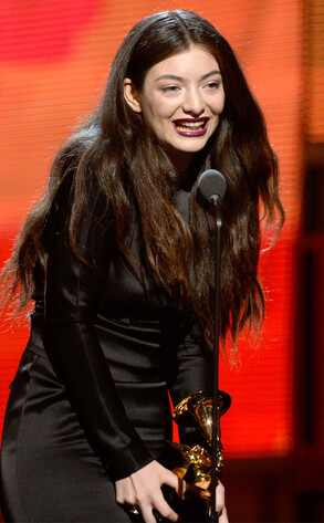 Lorde ganha Grammy de canção do ano e faz discurso fofo