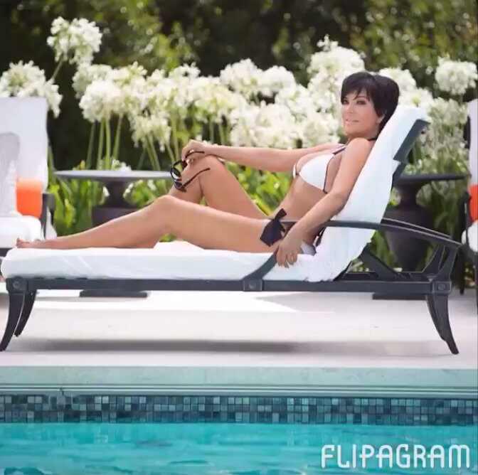 Kris Jenner corpo biquíni