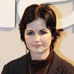 Arrestan a Dolores O'Riordan, líder de Cranberries, por atacar a una aeromoza