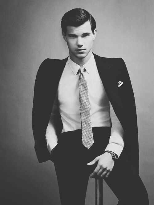 Taylor Lautner fotos sem camisa GIF