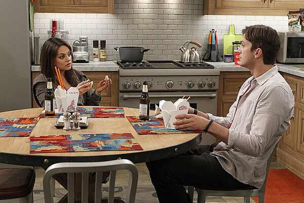 Mila Kunis Ashton Kutcher Two and a Half Men fotos