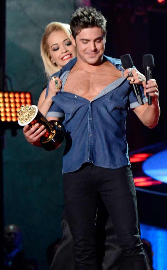 Zac Efron sem camisa