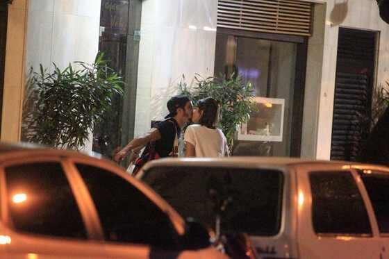 Caio Castro e Maria Casadevall são flagrados aos beijos