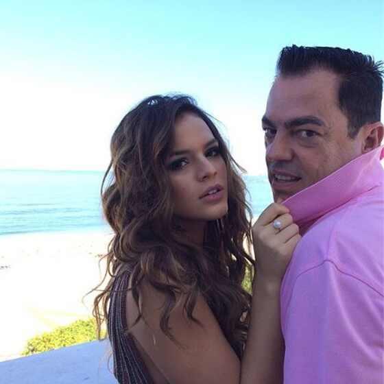 Bruna Marquezine posa sensual para foto