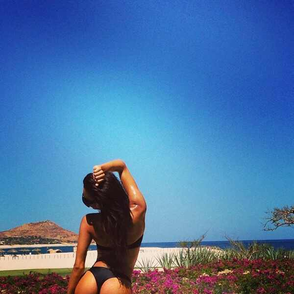naya rivera shows off her bum and hot body in a thong