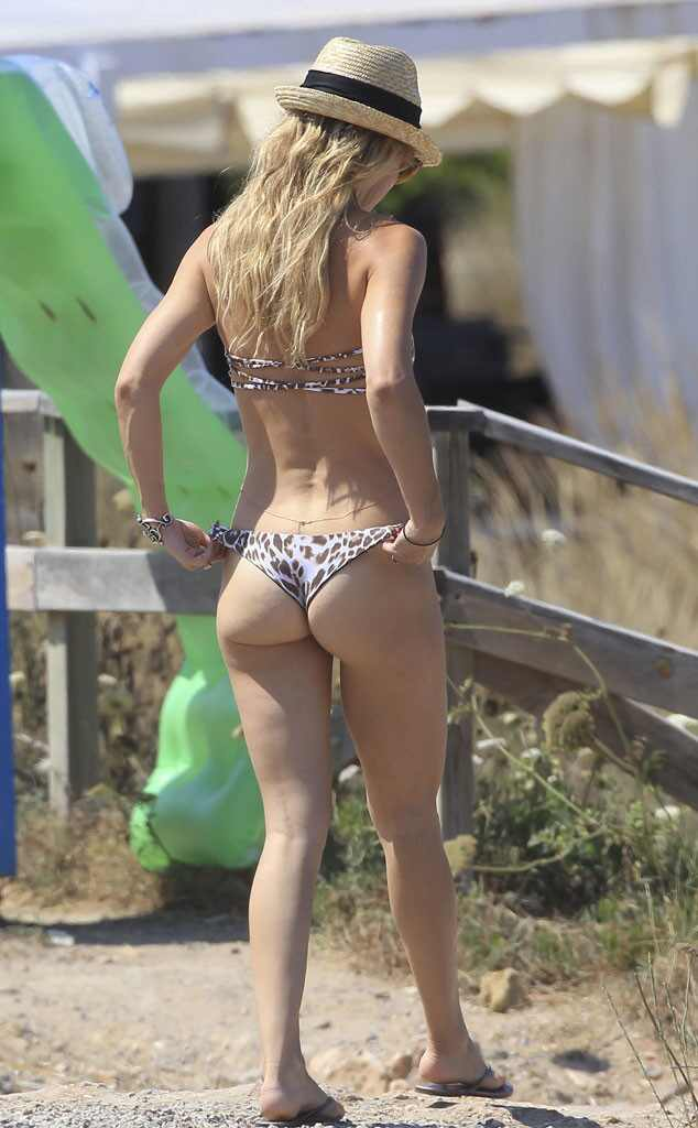 Kate Hudson Bares Her Butt in a Thong Bikini