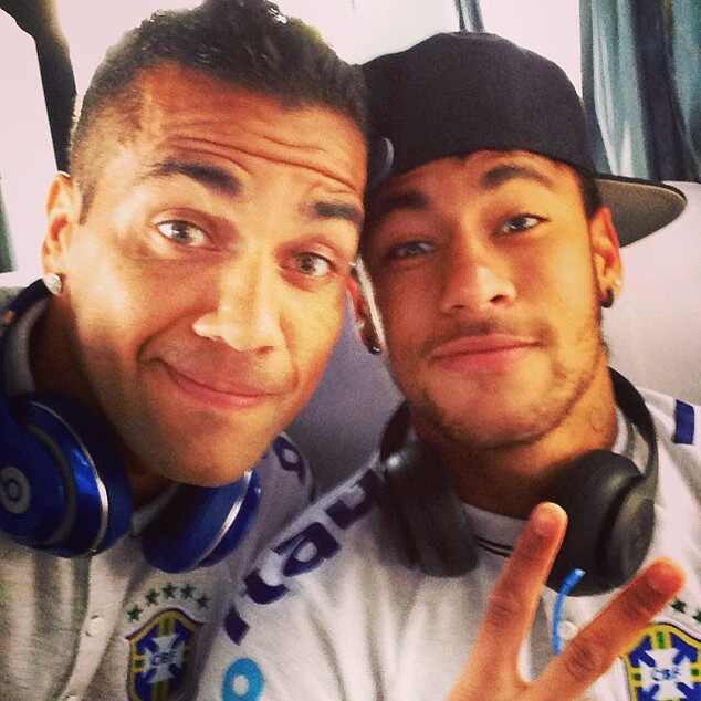 Neymar Daniel Alves Confira Os Boleiros Que Entraram: Os Jogadores De Futebol Viciados Em Selfie