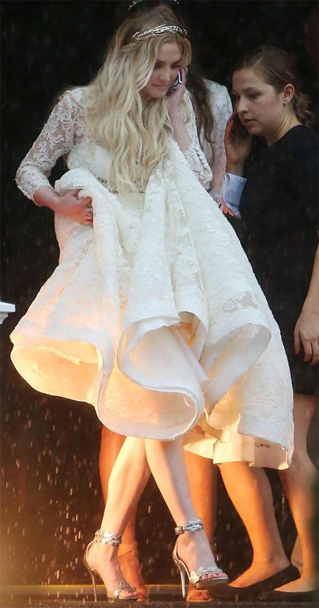 jessica simpson looks slim sexy in white bridesmaid dress