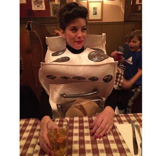 al mejor disfraz de halloween para una futura madre fotos e news hace aos