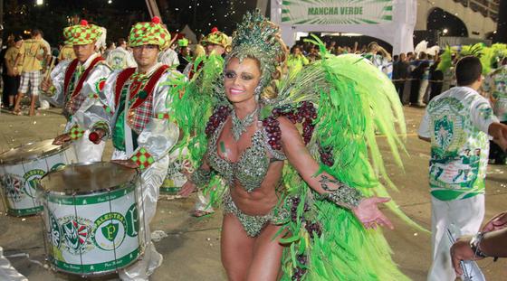As fotos da primeira noite do Carnaval 2015 em São Paulo