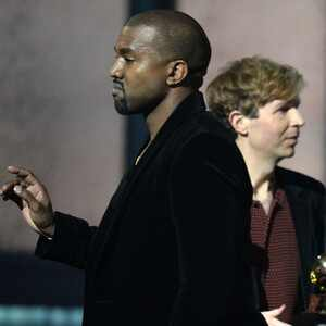 Kanye West diz que Beck deveria ter dado o prêmio para Beyoncé