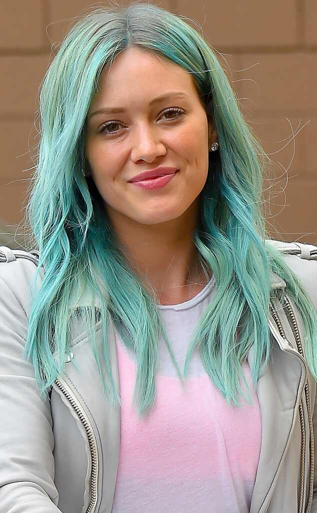 black hair styles hilary duff from with blue hair e news 9126