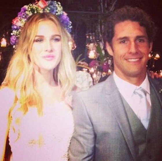 Flavio Canto. Foto do site da E! Online que mostra Fiorella Mattheis coloca à venda vestido de noiva do casamento com Flávio Canto