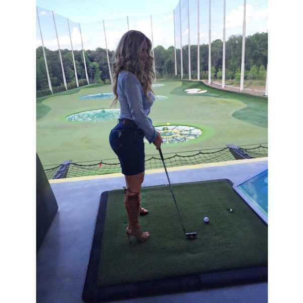 Watch Out Kardashians Kim Zolciak Shows Off Her Assets
