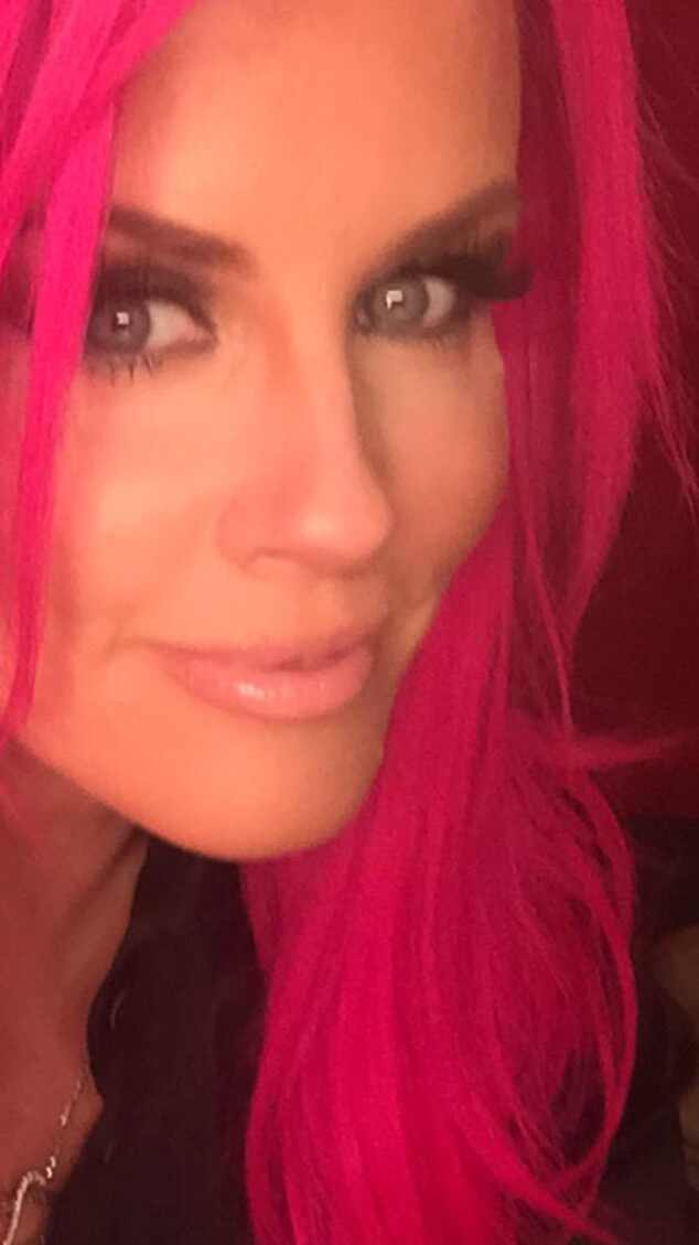 Jenny McCarthy Debuts Hot Pink Hair On TwitterWhat Do You Think  E News