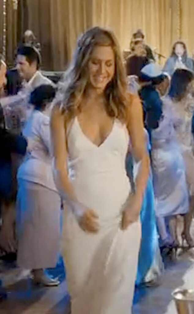 jennifer aniston is a beautiful bride see her wedding