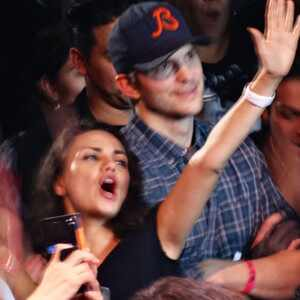 Así reaccionó Ashton Kutcher a la descripción que Mila Kunis hizo de su pene (+ Video)