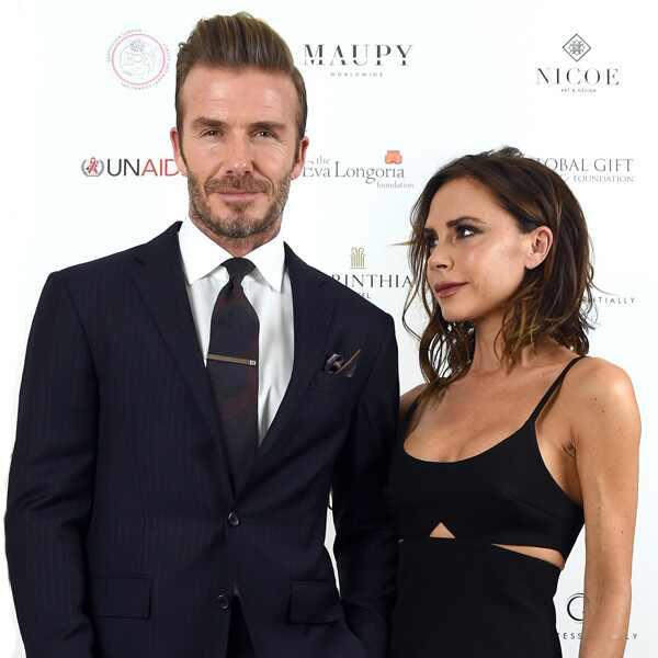 David Beckham. Foto do site da E! Online que mostra Victoria Beckham publica foto abraçada com David Beckham no Valentine's Day