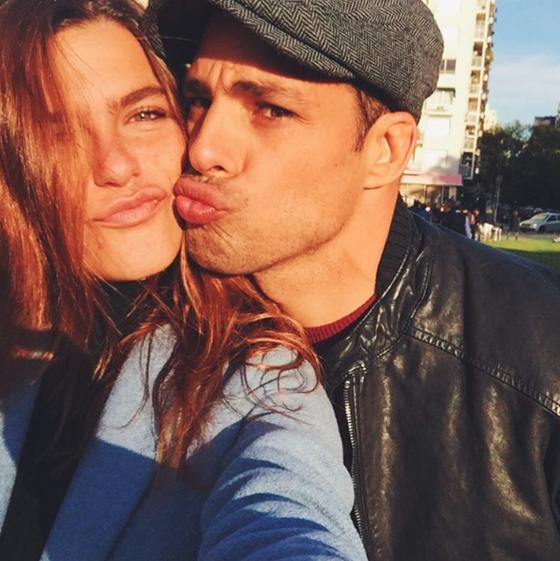 Cauã Reymond pede Mariana Goldfarb em casamento e ela aceita na web
