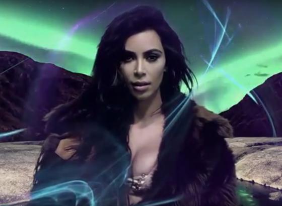 Kim Kardashian reaparece de lingerie em vídeo inédito após assalto