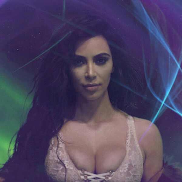 Mirá el infartante saludo de Navidad de Kim Kardashian