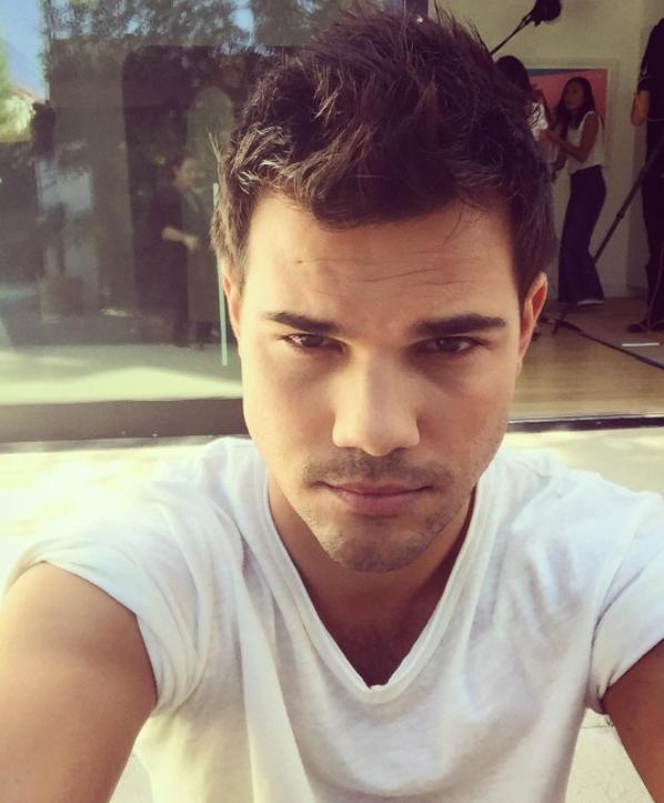 OMG! ¡Taylor Lautner encontró nueva novia en el set de filmación de Scream Queens! (+ Foto)