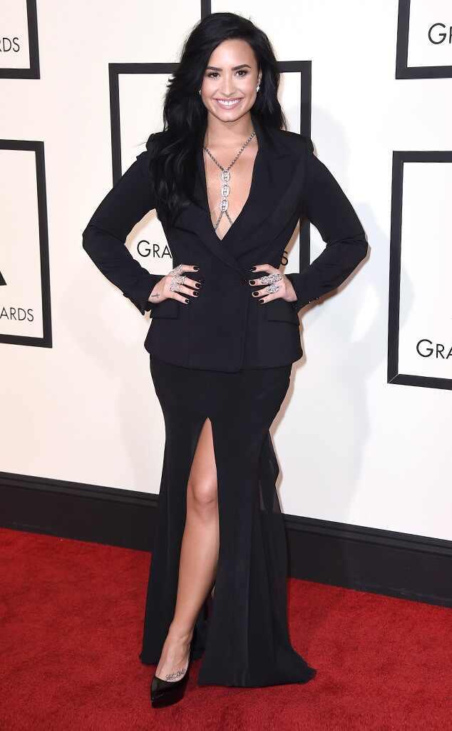 Grammys 2016: Red Carpet Arrivals Demi Lovato, 2016 Grammy Awards
