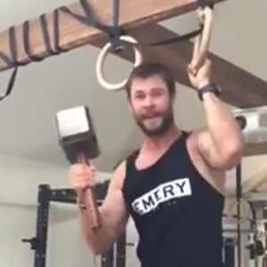 Chris Hemsworth, Facebook pull-ups video