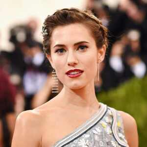 ESC: Met Gala 2016, Beauty, Allison Williams