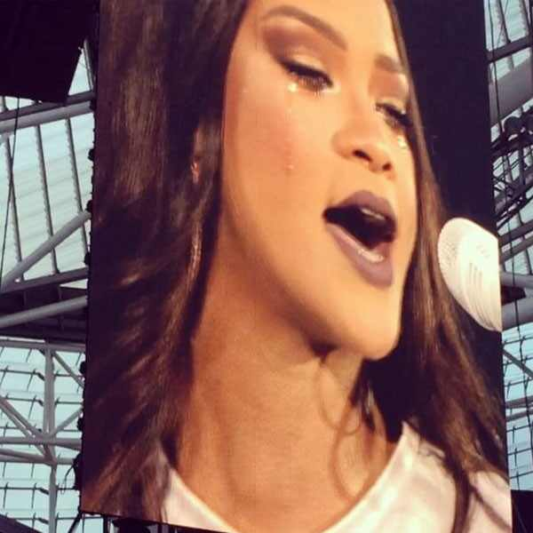 rihanna breaks down in tears during dublin concert e news