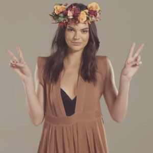 Kendall Jenner hace un fashionista viaje por el tiempo para meterse en las elecciones a presidente (+ Video)