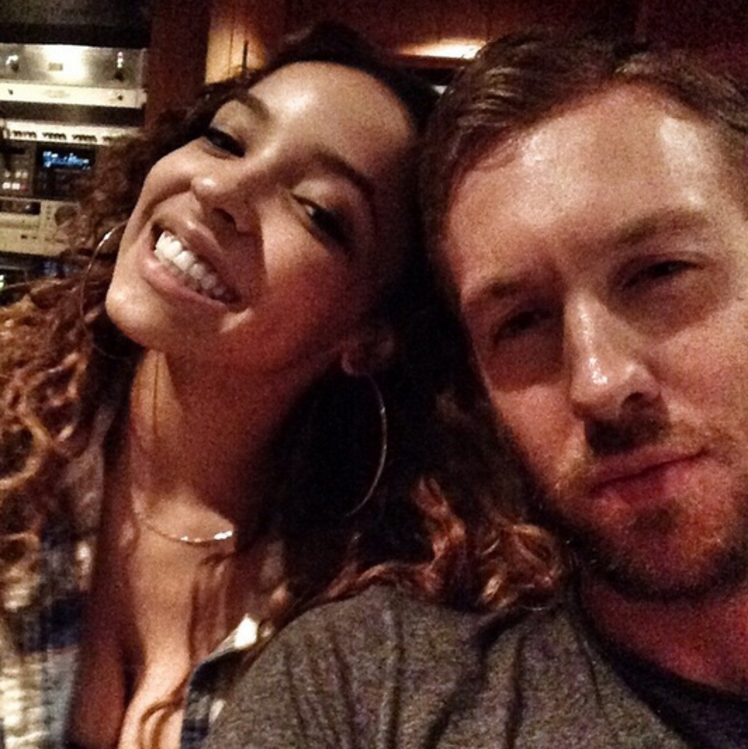 Las cosas se calientan más y más entre Calvin Harris y Tinashe (+ Fotos)