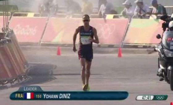 WTF! Este atleta francés se hizo popó, se cayó y aún así terminó su carrera en Río