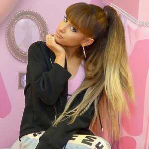 Ariana Grande, M.A.C.