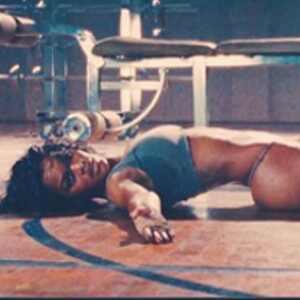 """No creerás lo que hace la bailarina del video de Kanye West """"Fade"""" para tener un cuerpo perfecto"""