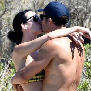 orlando bloom nude pics surface and rise jokes arise on twitter e