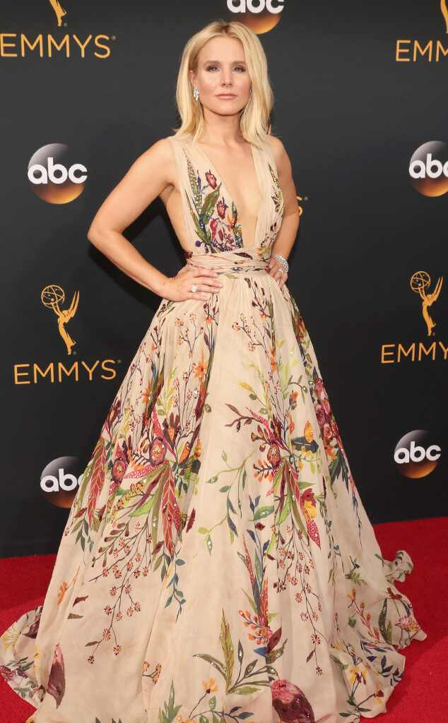 2016 Emmys Red Carpet Arrivals Kristen Bell , 2016 Emmy Awards, Arrivals