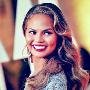 ESC: Chrissy Teigen, Beauty Beat