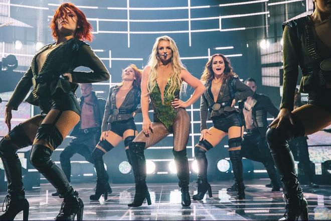 Oops! Britney Spears vivió un tenso momento en medio de una accidentada presentación ¡Mírala! (+ Video