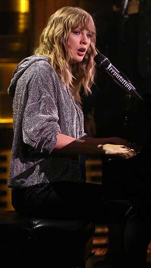 Y as&iacute;, Taylor Swift y su <i>squad</i> sorprendieron a sus fans
