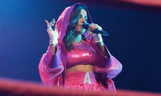 Anitta arrasa em performance ao vivo de Downtown na Festa Combatchy