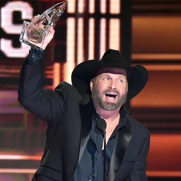 Garth Brooks, 2017 CMA Awards, Show