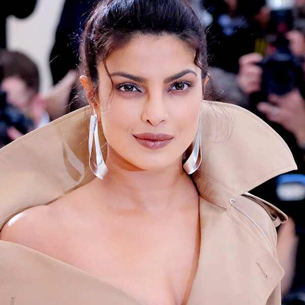 ESC: Style Awards 2017, Priyanka Chopra - use this as thumb