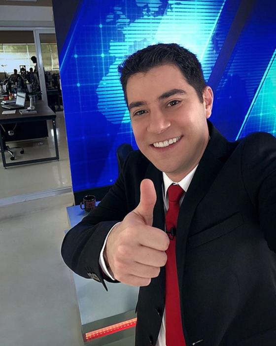 Evaristo Costa volta à bancada de jornal por motivo surpreendente