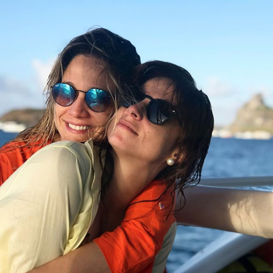 Fernanda Gentil. Foto do site da E! Online que mostra Fernanda Gentil explica motivo para ter tornado o seu namoro público