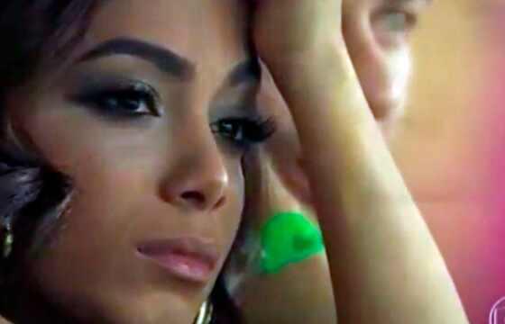 Anitta triste